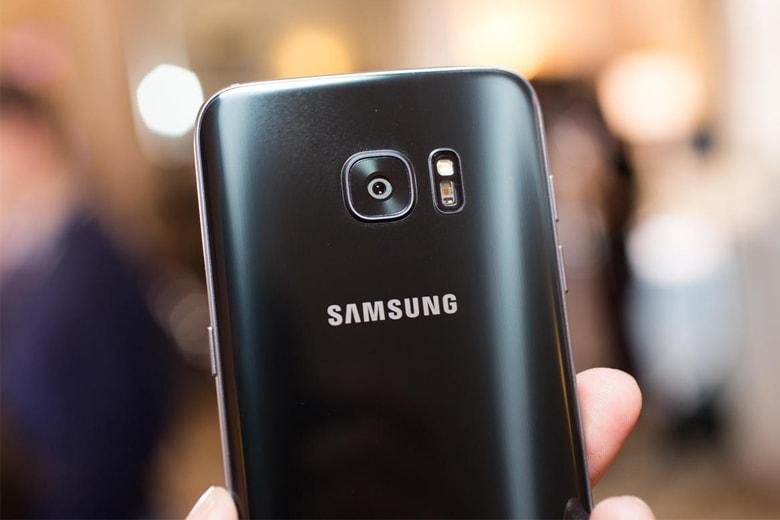 Thay camera sau Samsung chính hãng giá rẻ