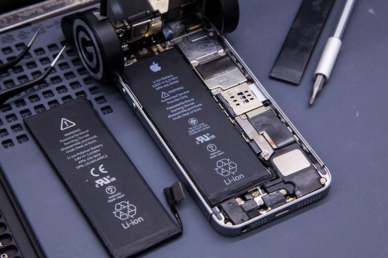 Thực tế công đoạn thay pin iPhone