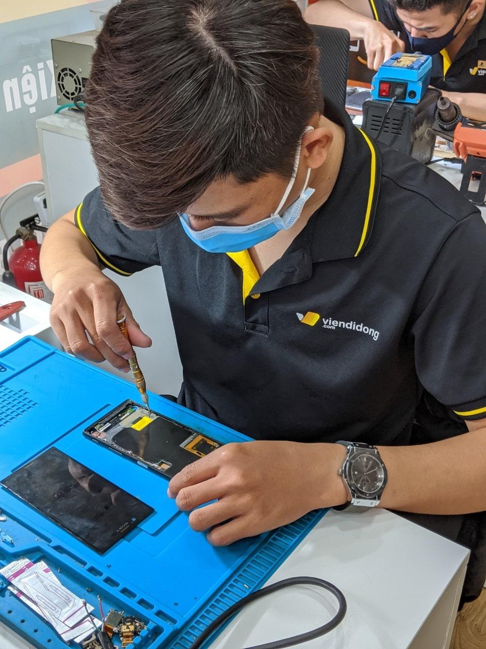 sửa chữa điện thoại uy tín tại Viện Di Động