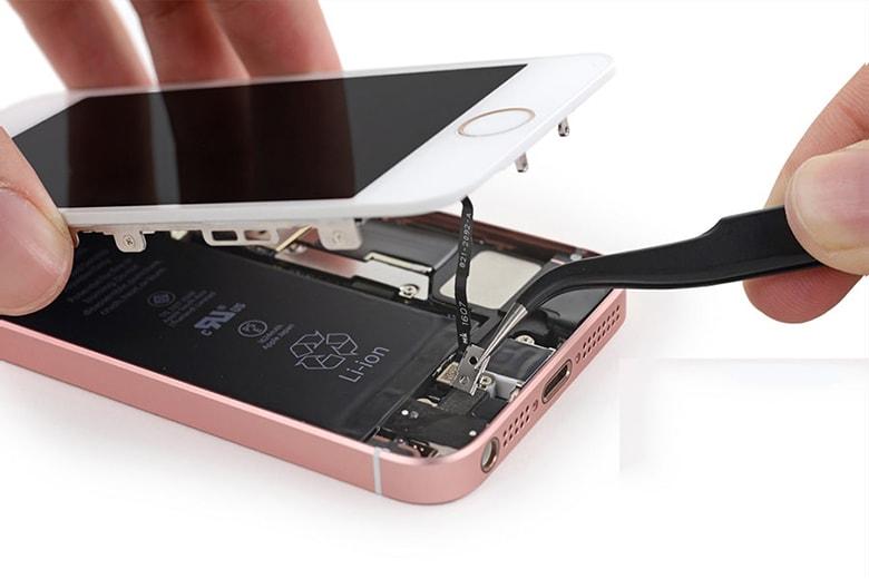 Nên thay kính iPhone chính hãng zin 1005 tại Viện Di Động