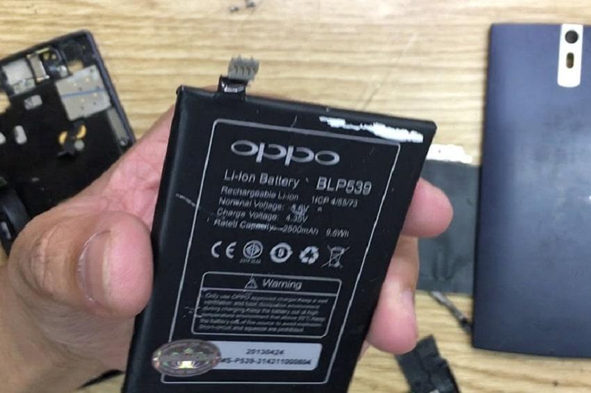 Thay pin điện thoại Oppo khi có dấu hiệu trầy