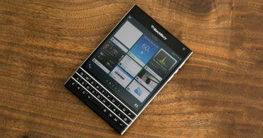 Thay mặt kính Blackberry