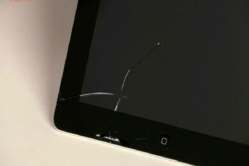 Tác động bên ngoài buộc phải thay pin iPad mới dùng được tiếp