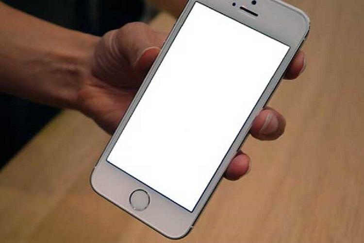 Màn hình iphone 6 bỗng dưng bị trắng - treo máy, nên xử lý như thế nào đây?