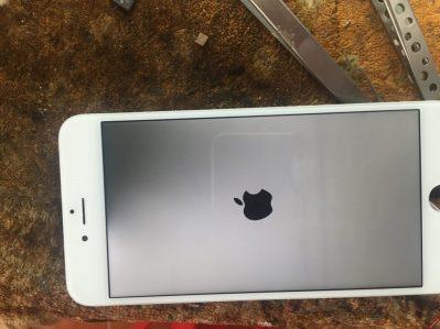 Xử Lý Lỗi Màn Hình iPhone 6 Bị Đen Một Góc.