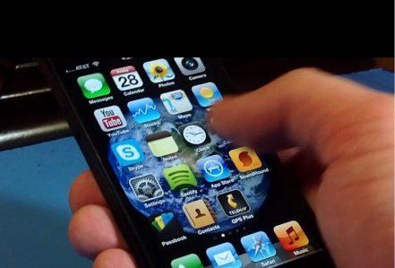 Fix Lỗi Màn Hình iPhone 6 Không Cảm Ứng Được man hinh iphone 5s bi liet cam ung 1 hang 441x299 1
