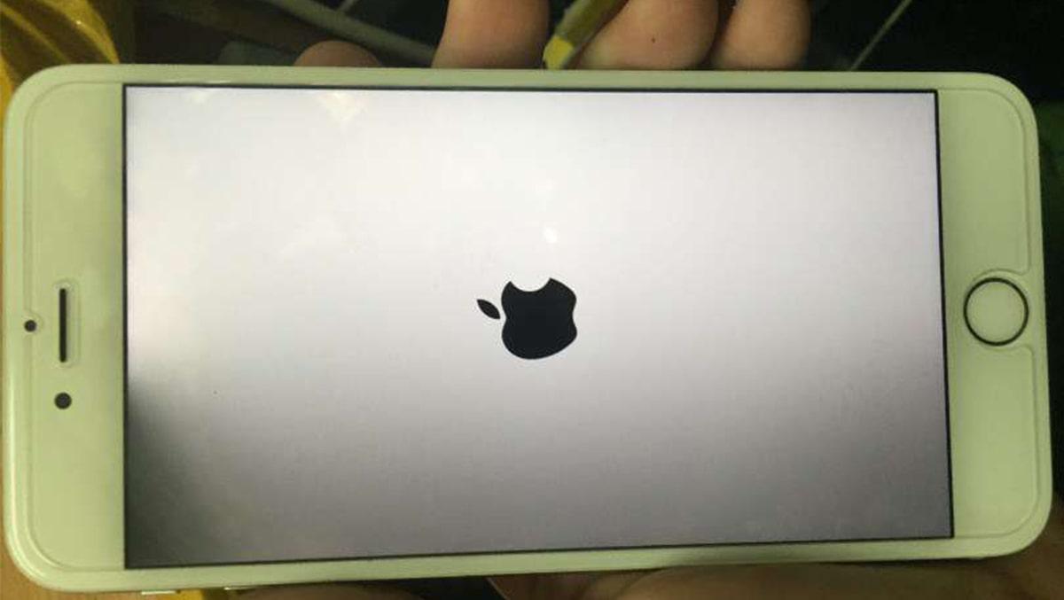 Xử Lý Lỗi Màn Hình iPhone 6 Bị Đen Một Góc