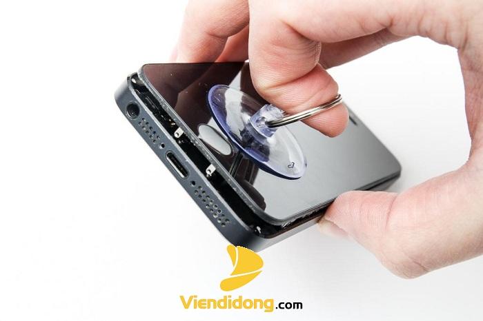 Đang thay màn hình iPhone 5S zin chính hãng