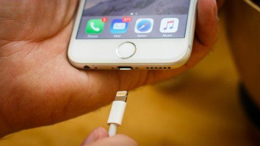 cách khắcphục lỗi sạc iPhone 6 không vào điện
