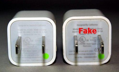 Mặt dưới củ sạc iPhone 6 chính hãng xịn và giả khá khác nhau