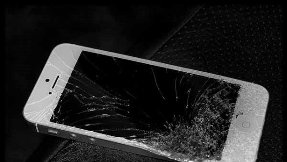 Xử Lý Màn Hình iPhone 4 Bị Vỡ