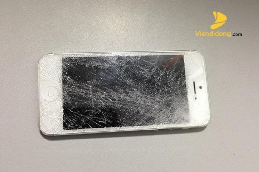 Màn hình của iPhone 5S rất dễ bị vỡ nếu bị làm rơi
