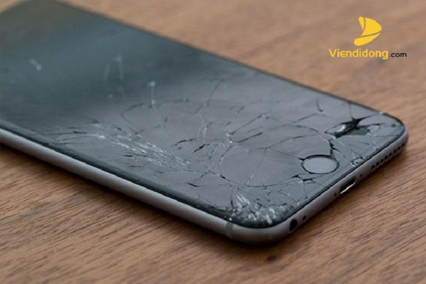 Xử lí màn hình iPhone 6 Plus bị vỡ