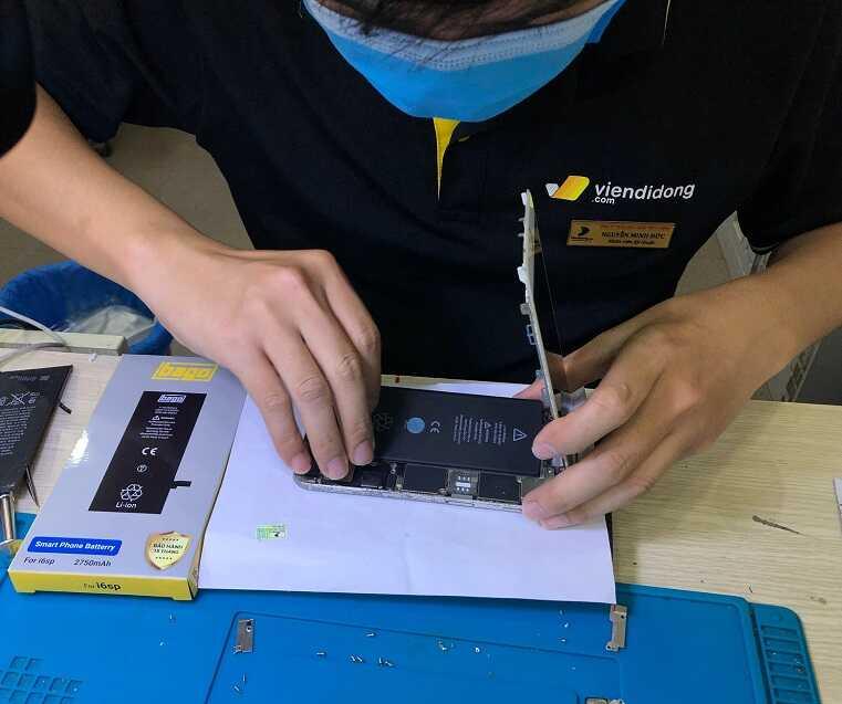 Thay pin iPhone 6 series tại Viện Di Động