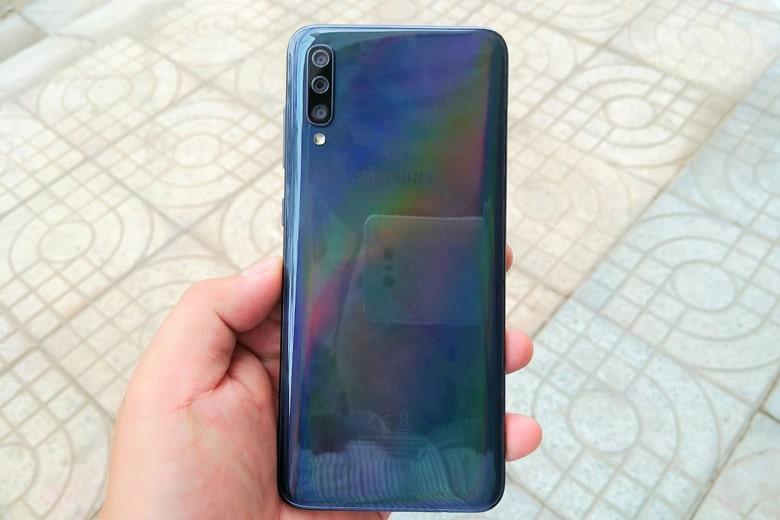 Galaxy A70 128GB có thiết kế hiện đại