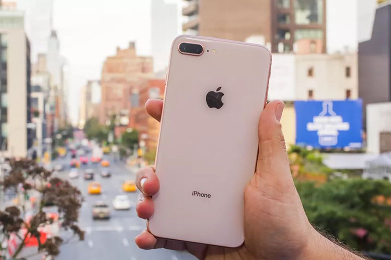 Vẻ ngoài còn mới của iPhone 8 Plus cũ