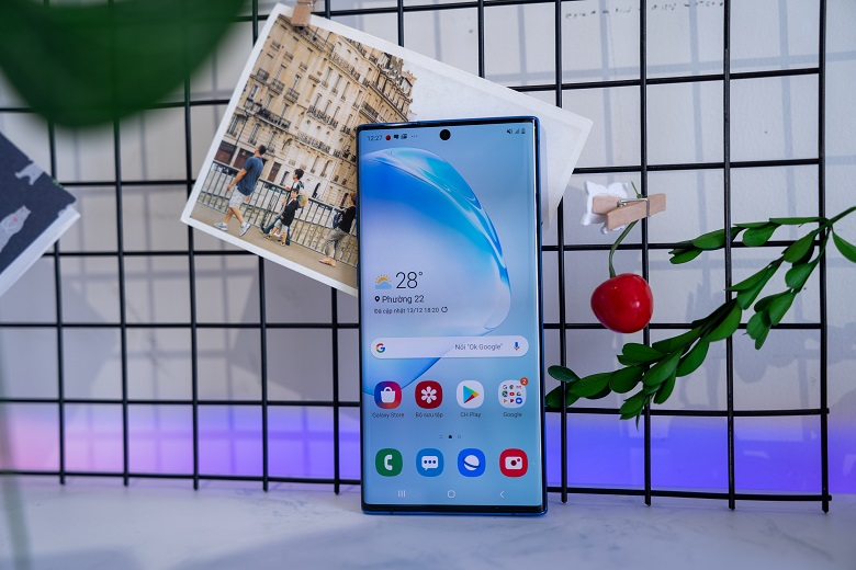 Màn hình Galaxy Note 10 Plus 12GB rộng, cho không gian trải nghiệm rộng lớn
