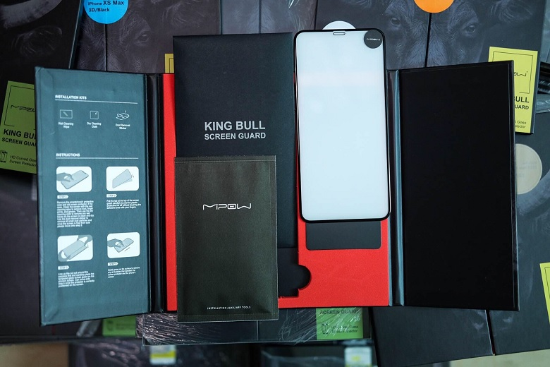 Các phụ kiện đi kèm miếng dán cường lực iPhone 11 Pro Mipow Kingbull HD