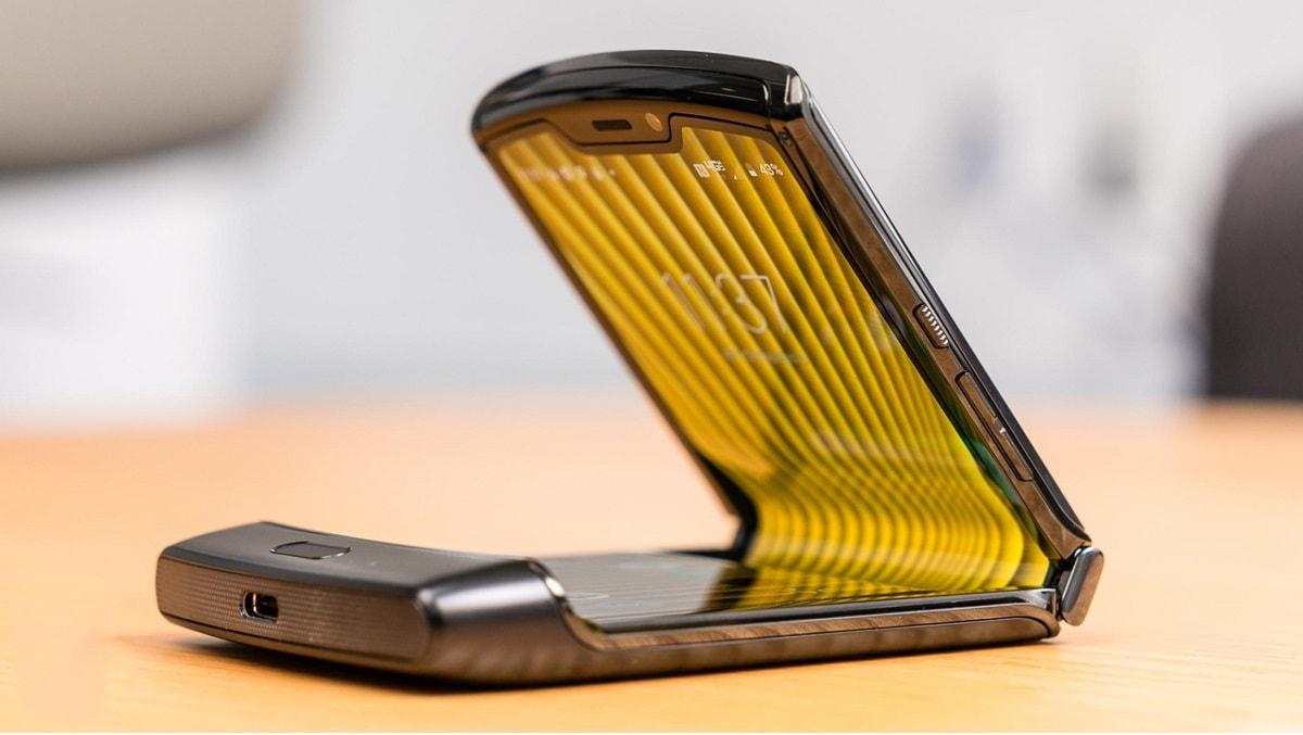 Motorola Razr vừa ra mắt đã bị chê là chiếc Smartphone 'khó chịu'