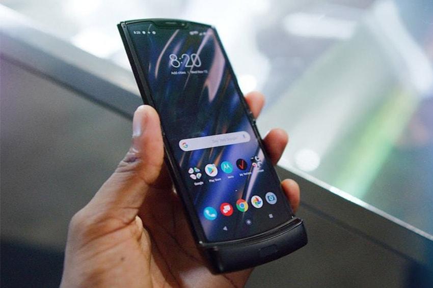 Motorola Razr gây ấn tượng mạnh bởi thiết kế màn hình gập
