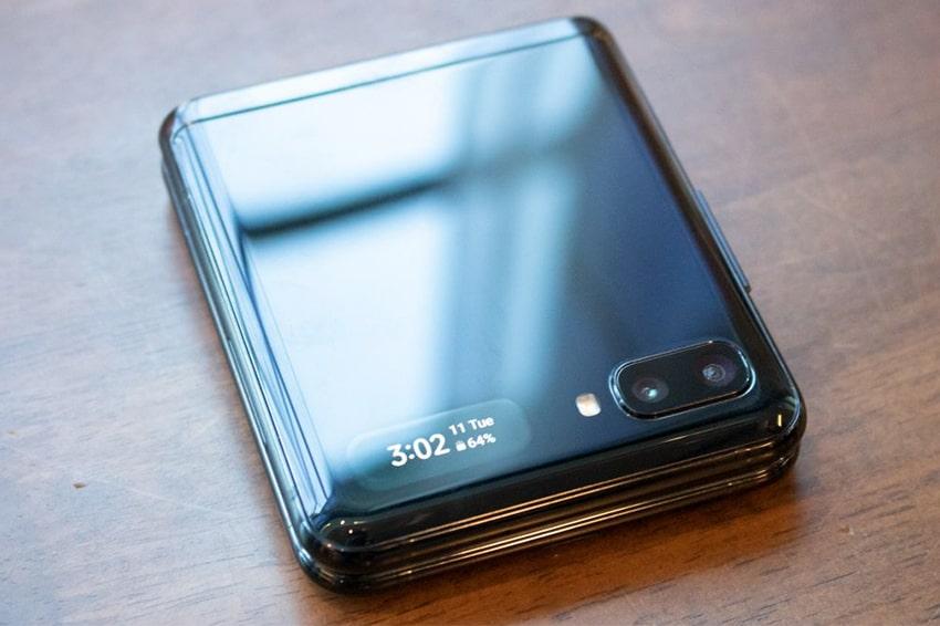 Samsung Galaxy Z Flip có giá thay màn hình lên đến ... 12 triệu