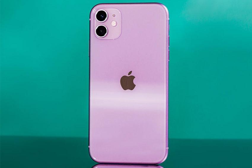 Sở hữu cụm camera sau nằm gọn trong khung vuông iPhone 11 trở nên nổi bật cho những khách hàng đam mê chụp ảnh
