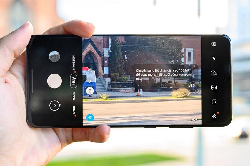 Nút chụp ảnh trên Galaxy S20 có thể chụp ảnh, quay video và chụp liên tục