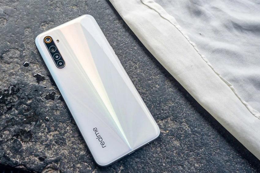 Thiết kế mặt lưng của Realme 6