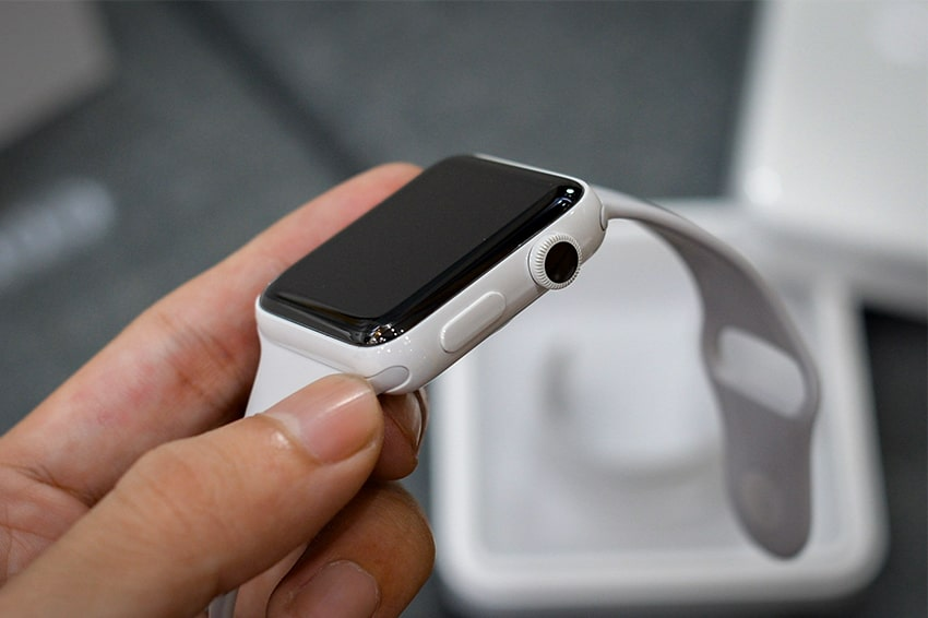 """Theo nhiều nguồn tin được hé lộ thì thế hệ Apple Watch Series 6 sắp được Apple ra mắt được cho là sẽ tiếp tục nhắm vào các khả năng theo dõi tình hình sức khỏe của người dùng. Đặc biệt, ở phiên bản mới này, chiếc đồng hồ """"nhà Táo"""" sẽ sở hữu một tính năng mới vô cùng lạ lẫm"""