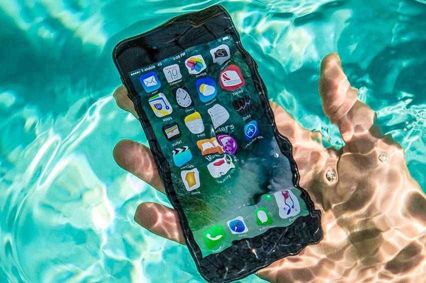 Một chiếc smartphone chống nước sẽ giải quyết tất cả vấn đề