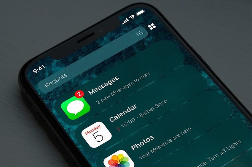 Concept màn hình chính iOS 14 với giao diện danh sách