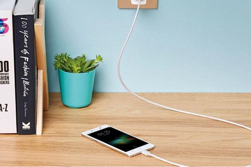 Pin sẽ tổn thương khi cắm sạc điện thoại quá nhiều