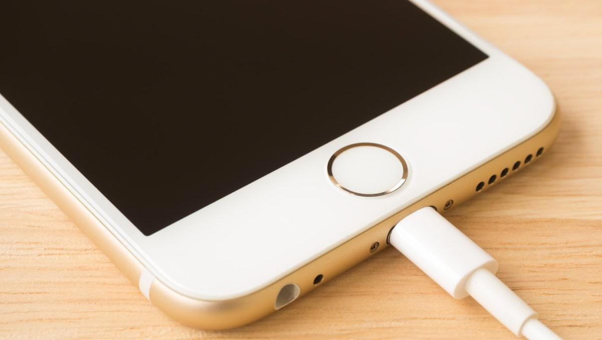 Các lỗi phổ biến khi sạc iPhone rất nhiều người mắc phải