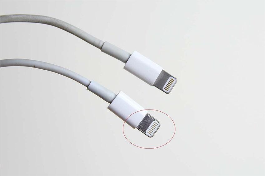 Sử dụng cáp sạc kém chất lượng làm cho pin iPhone nhanh chai hơn