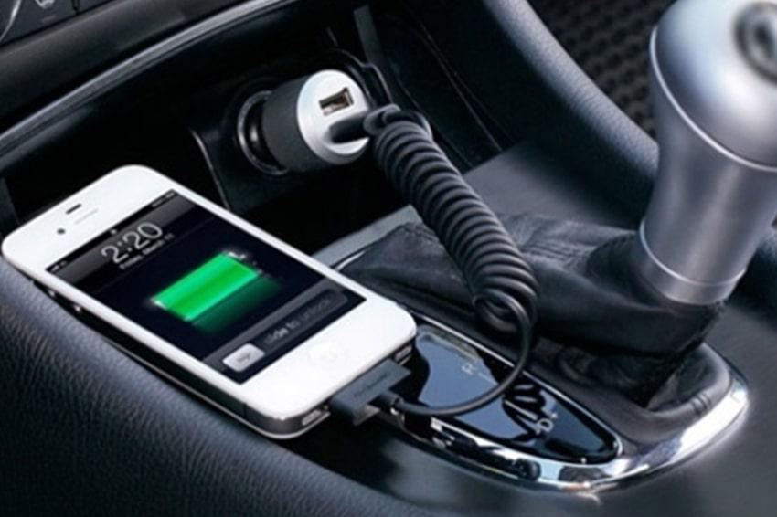 Nên từ bỏ ngay thói quen sạc pin trong xe hơi, chỉ sử dụng khi thật sự cần thiết