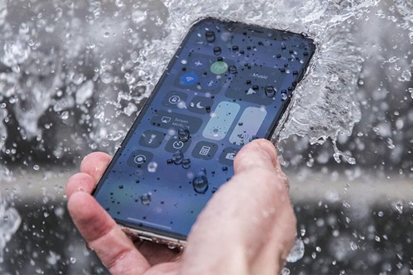 Hạn chế cho iPhone tiếp xúc trực tiếp với nước