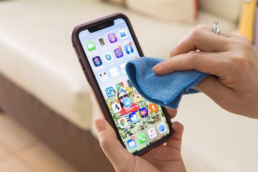 Khử trùng iPhone thường xuyên giúp thiết bị luôn sạch sẽ