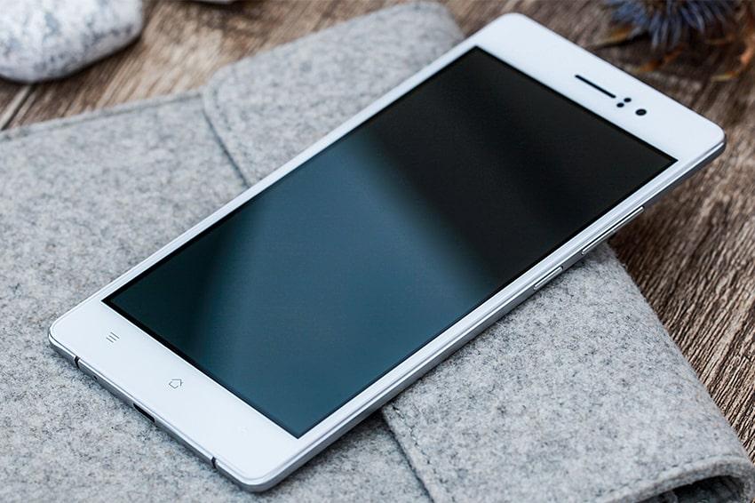 OPPO R5 smartphone mỏng thứ 2 thế giới với vòng eo 4.85mm