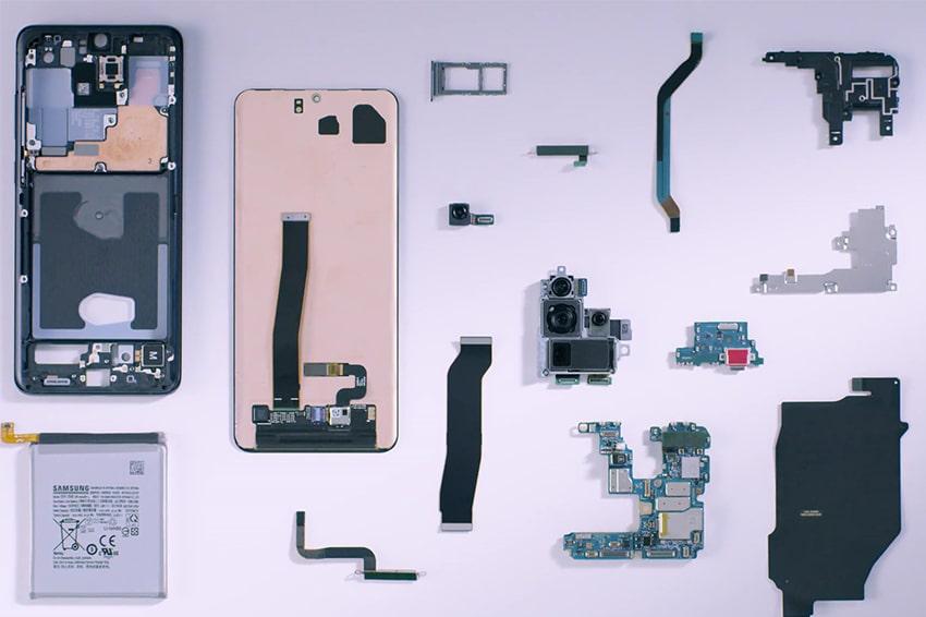 """Cụm camera, viên pin """"trâu"""" đi kèm với thiết bị đã khiến những chiếc smartphone mỏng lụi tàn"""