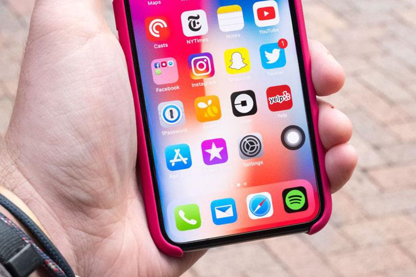 Trên những chiếc iPhone tai thỏ, nút Home ảo có vẻ hơi dư thừa