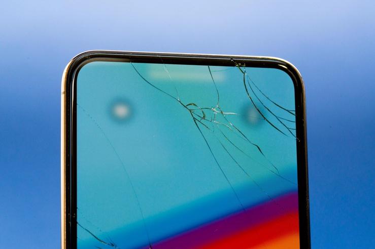 iPhone cũ bị bể mặt kính