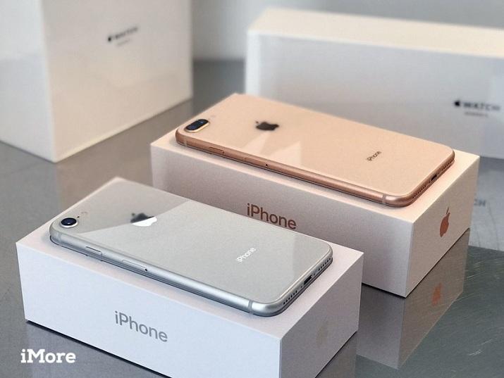 2 màu iPhone 8 Plus cũ trên hộp