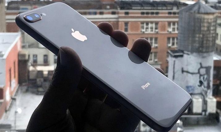 Mặt lưng iPhone 8 Plus cũ còn đẹp