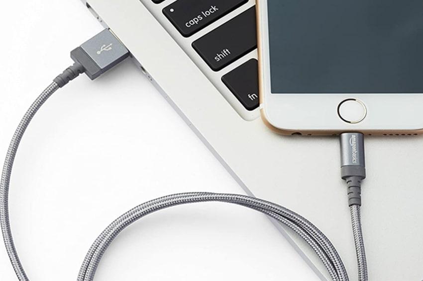 Smartphone vào pin chậm là do bạn đang cắm vào pin laptop