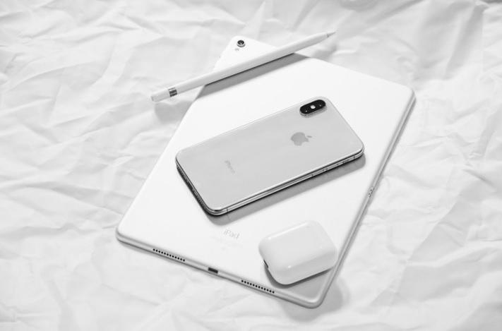 Điện thoại iPhone màu trắng