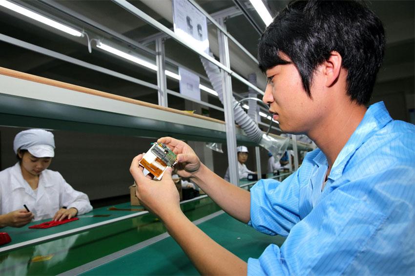 Apple đang xem xét đưa dây chuyền lắp ráp iPhone của mình sang Việt Nam. Một báo cáo mới cho biết công ty đã cử đại diện của Luxshare