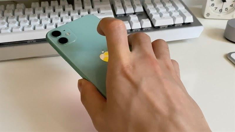 hạ cấp từ iOS 14 xuống iOS 13 - Gõ lên mặt lưng iPhone để chụp ảnh màn hình