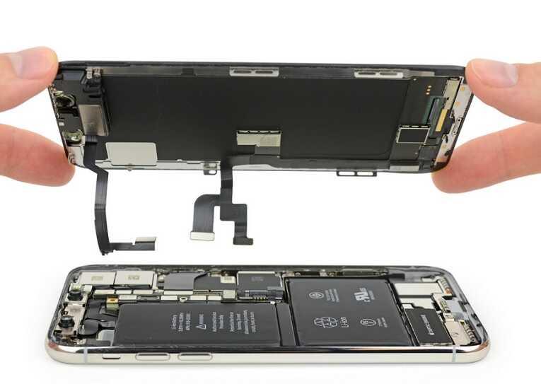 Đang thay màn hình iPhone X