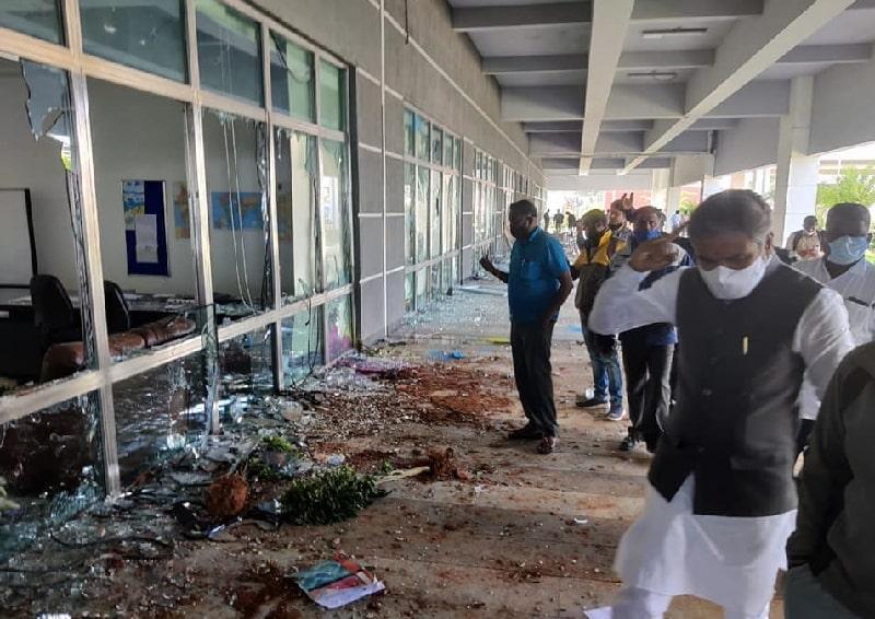 Hơn 2000 nhân viên đập phá nhà máy sản xuất iPhone tại Ấn Độ